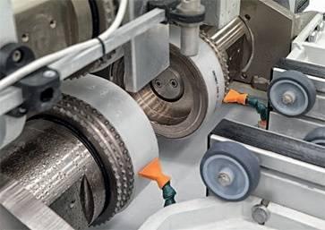 Автоматическая система мойки ремней для перемещения заготовки